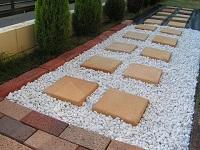 砂利と敷石